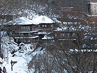 北温泉の外観。雪が降ると雰囲気がぐっと落ち着く。