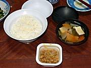 大沢温泉で分けてもらったご飯とみそ汁