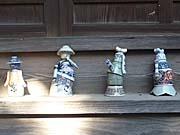 雲州平田の神社の境内にあった陶器の人形