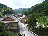 石見銀山の近くの集落を見下ろす。