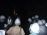 石見銀山の大久保間歩ルアー参加者の様子。