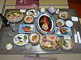 伊豆稲取で水揚げされた魚料理が満載の夕食