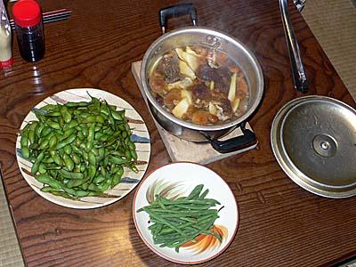枝豆、キノコ汁など自炊で作った料理
