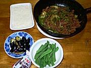 十和田バラ焼きとゆでインゲン。ごはん。