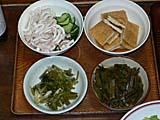 夕食のおかずいかの酢の物、野沢菜など