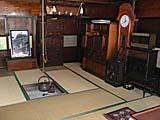小谷温泉山田旅館のいろりのある居間