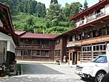小谷温泉山田旅館正面入り口