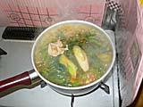 キムチ鍋の素に下仁田ネギとほうれん草を投入
