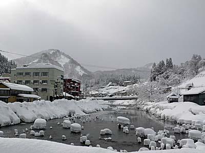肘折温泉 雪景色 河原