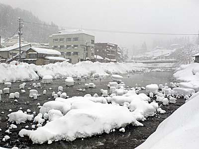 肘折温泉 雪景色 河原2