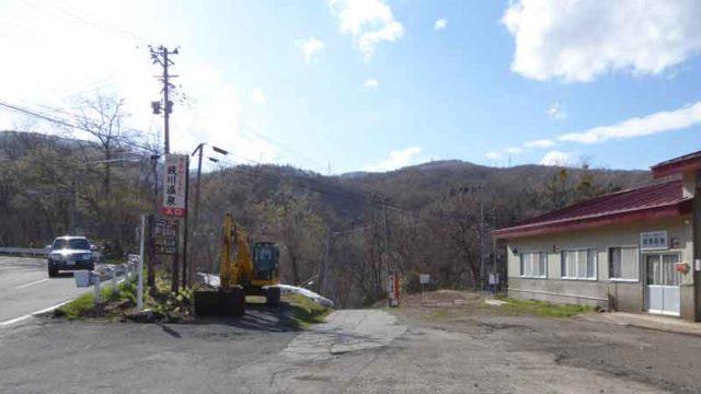 国道341号から銭川温泉へ下る入口