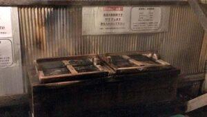 後生掛温泉炊事場の蒸し釜