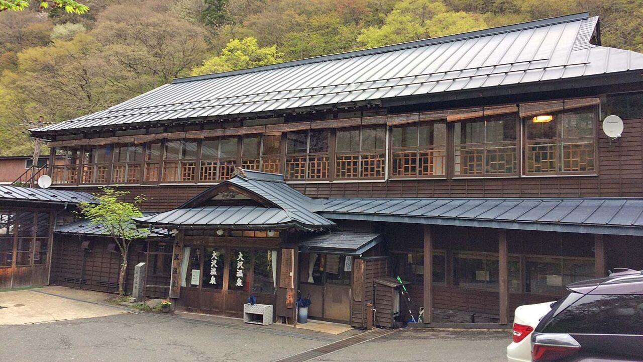 大沢温泉湯治部の正面玄関
