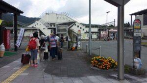 田沢湖駅前のバス停